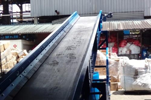 Bandas transportadoras con bandejas plana metálica para trabajos industriales